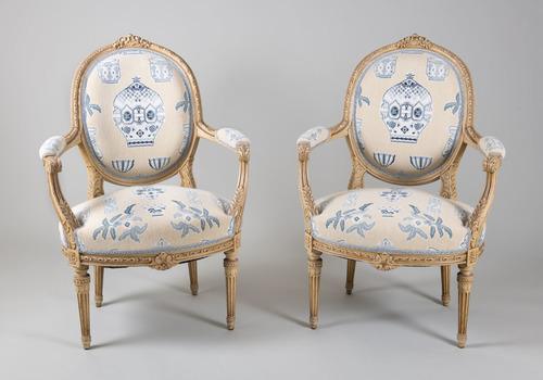 PSNC.8418.1-.3_chairs_Hansen.jpg