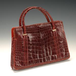 http://dev.newportalri.org/files/original/2006.764 Red purse.jpg